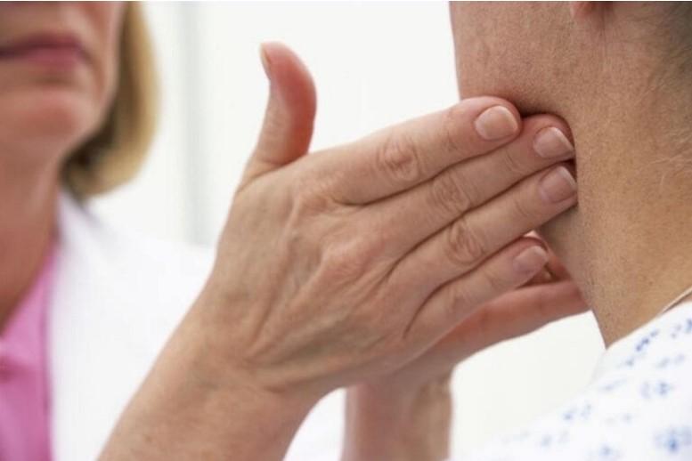 Nổi hạch góc hàm có thể là dấu hiệu cảnh báo ung thư vòm họng