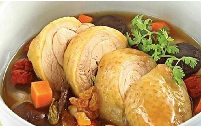 Thịt gà là thực phẩm có khả năng hỗ trợ điều trị viêm họng