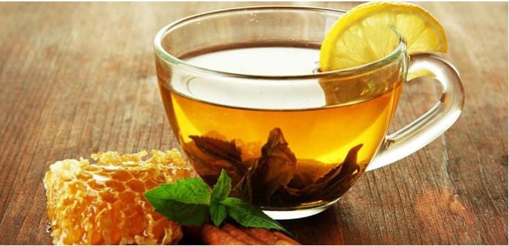 Trà mật ong có thể giúp làm giảm triệu chứng viêm họng gây buồn nôn